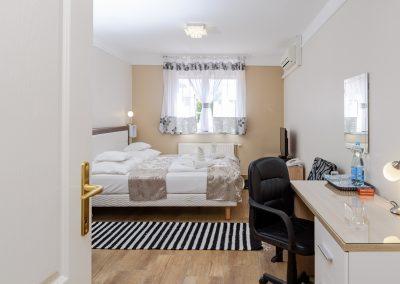 106. emeleti franciaágyas szoba, pótágyazható