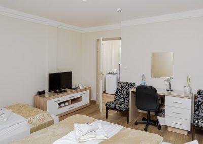 108. emeleti 3 személyes, franciaágyas+ egyszemélyes ágyas szoba, nem pótágyazható