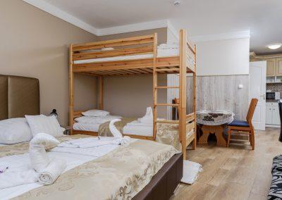 109. emeleti 4 személyes, franciaágyas+ emeletes ágyas studióapartman