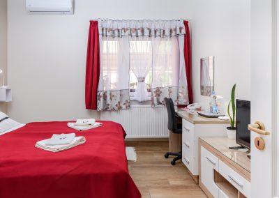 11. földszinti franciaágyas szoba, nem pótágyazható