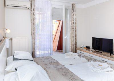 114. emeleti 2 személyes, franciaágyas erkélyes szoba, pótágyazható
