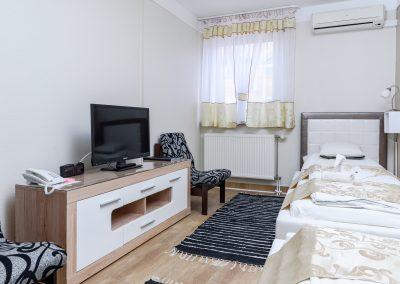 115. emeleti, 2 személyes, külön ágyas szoba, nem pótágyazható
