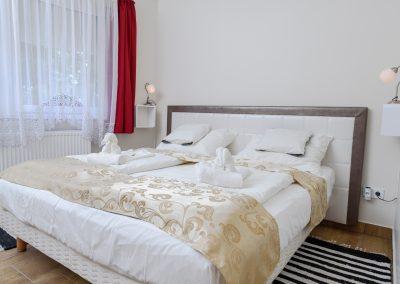 16. földszinti franciaágyas szoba, nem pótágyazható